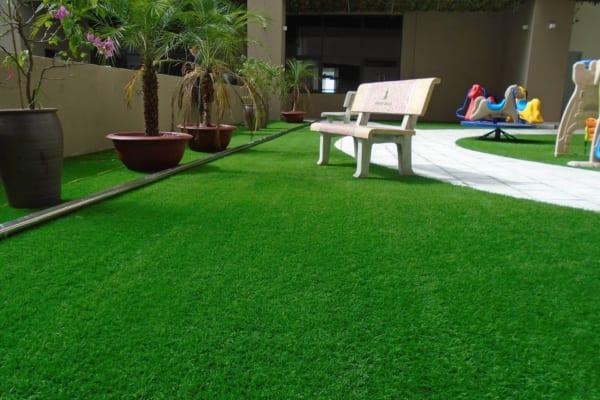 thảm cỏ nhân tạo trải cho sân vườn
